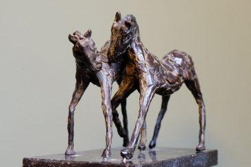 Twee bronzen paardjes